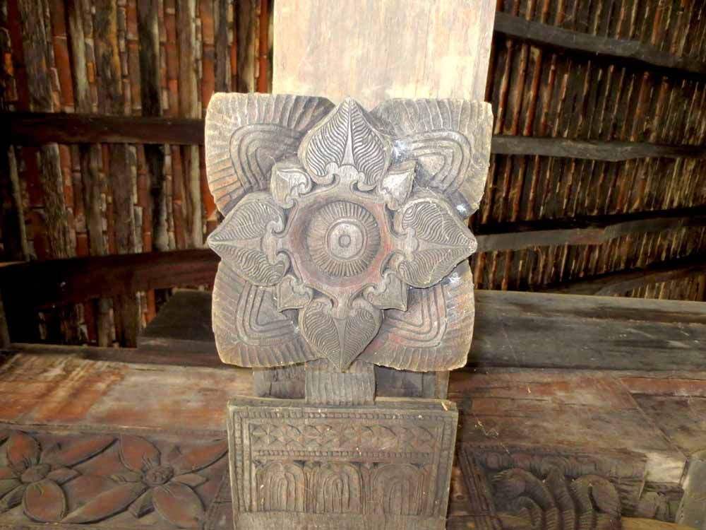 Embakke Devalaya wooden carvings1