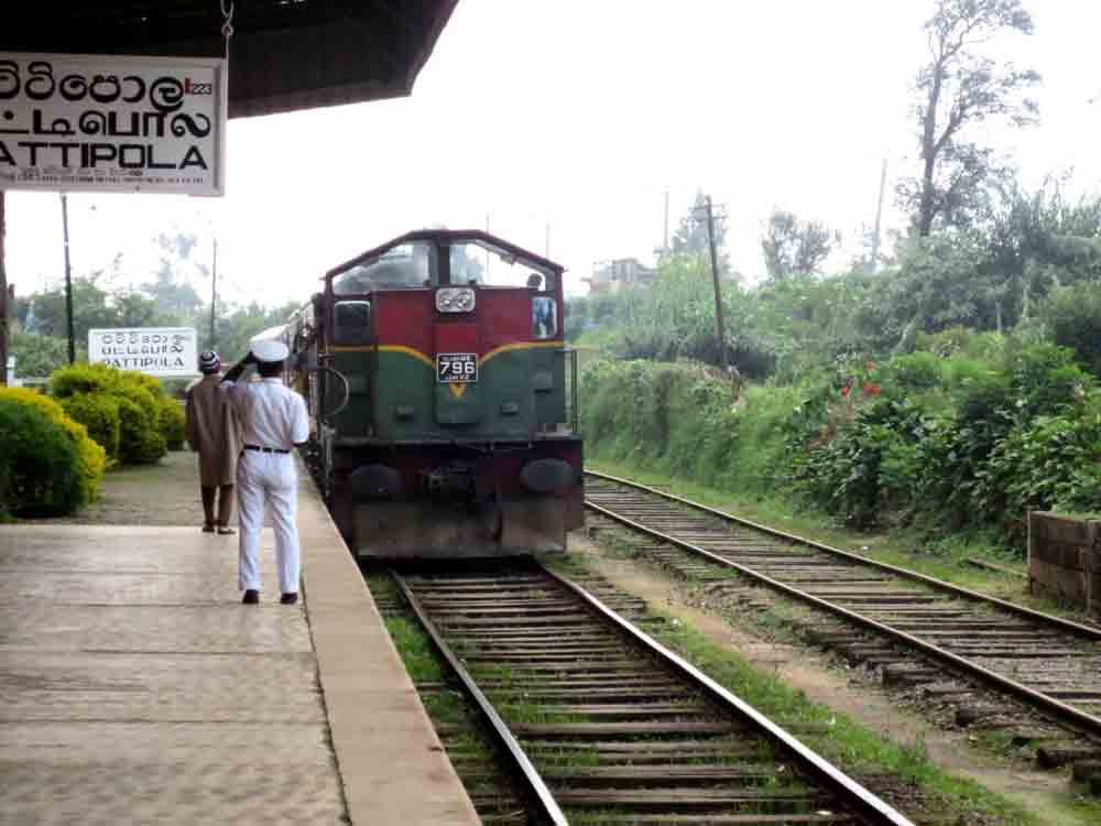 Train_Approach_Pattipola_Station_Nuwara_Eliya