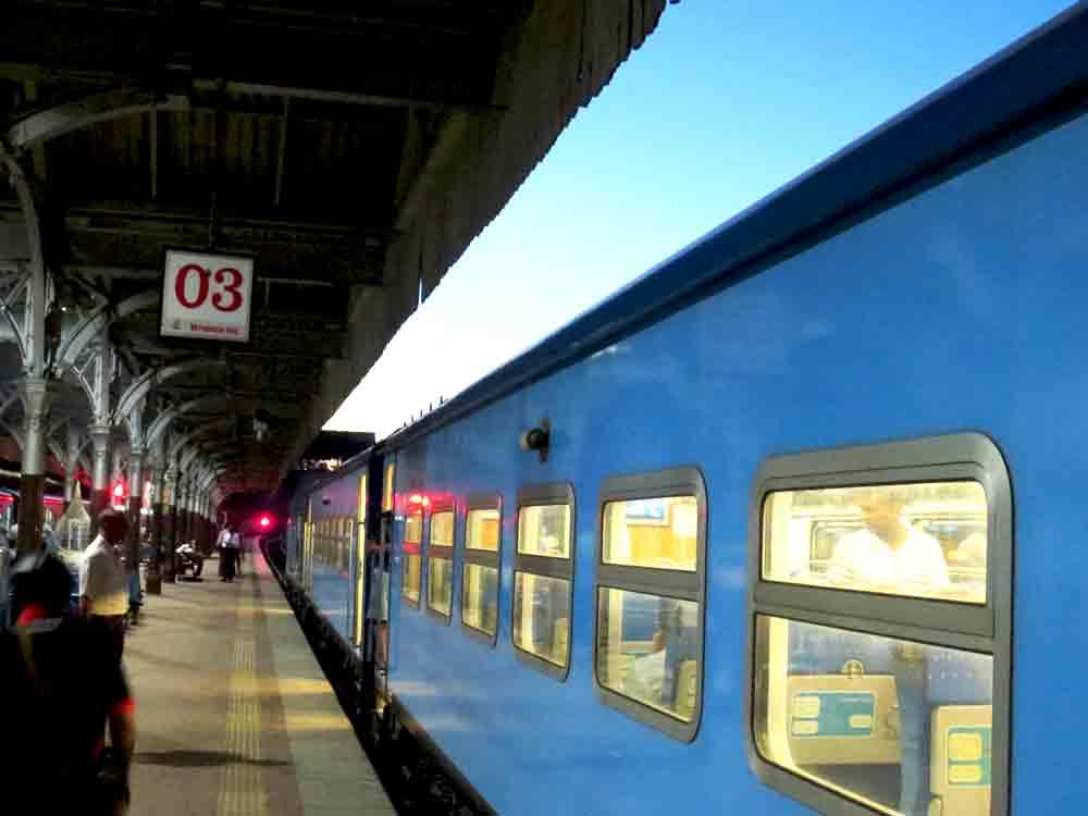 Yal Devi Express Train at Petta Station