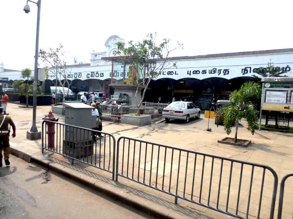 Colombo Fort Pettha Railway Station front end side