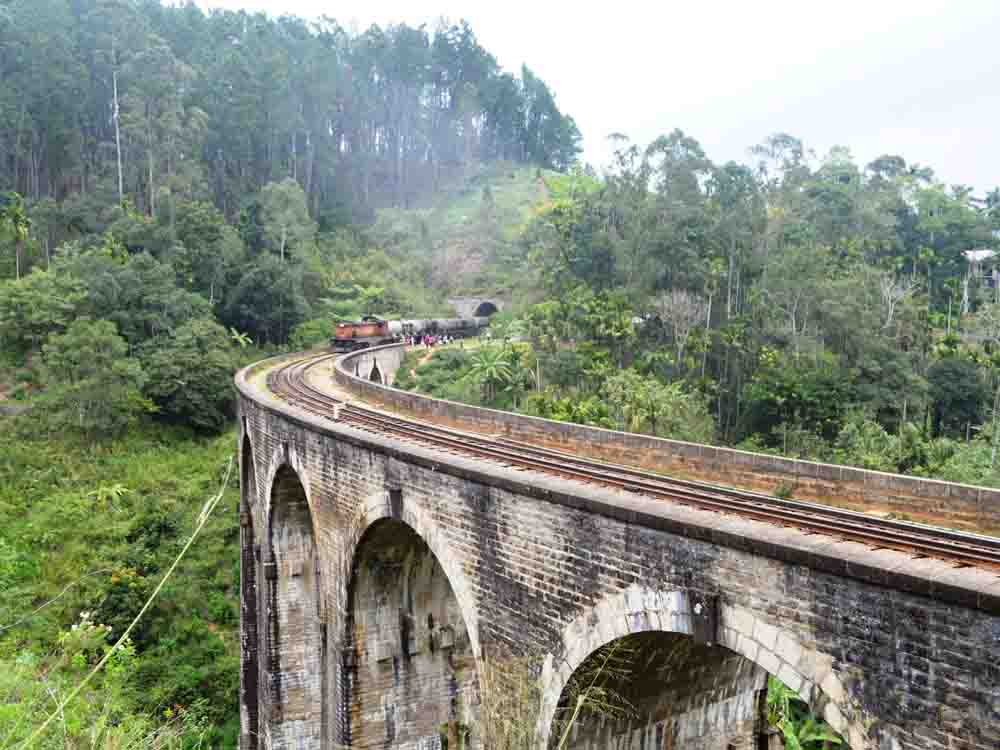 9 Nine Arches Bridge in Ella Sri lanka Demodara Railway Bridge. This is an excellent photo.