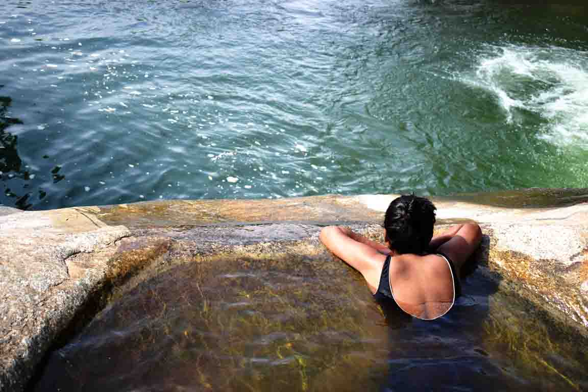 On top of the Diyaluma Falls