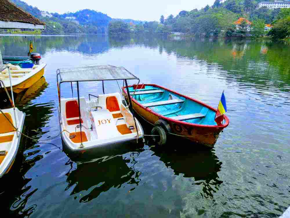 You can enjoy a boat ride if you wish to hire a boat - Kandy Lake